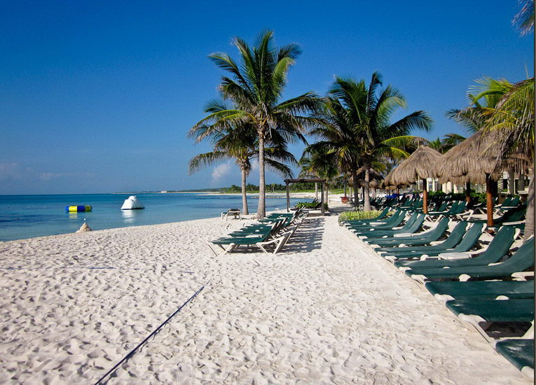 La superbe plage de sable blanc du Dreams Tulum