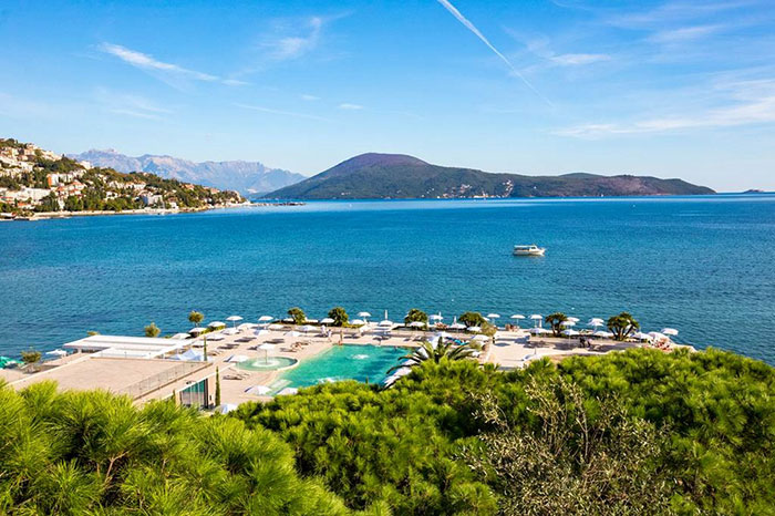 Le Palmon Bay & Spa sur les rives des bouches de Kotor est un hôtel moderne et très confortable