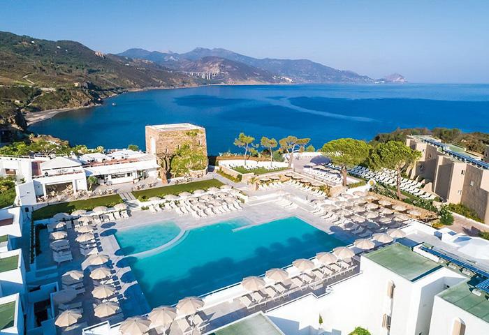 Cliquez sur la photo pour accéder à la fiche technique du Club FTI Voyages Pollina Resort